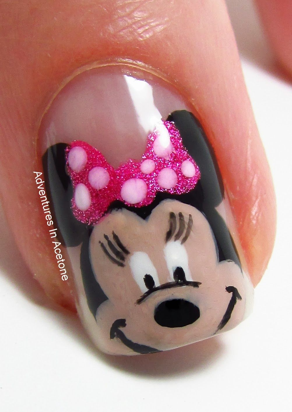 Disney Minnie Mouse nail art!! Can\'t wait to do for my next trip to ...