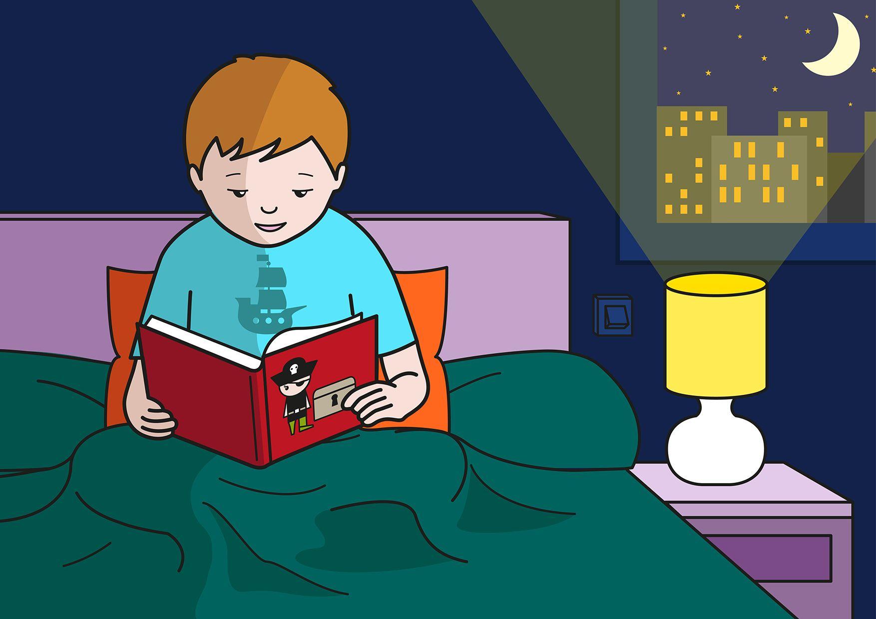 En la escena, se observa a un niño tumbado en la cama y leyendo un cuento de piratas antes de dormir.