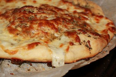 What a great tasting garlic pizza, bursting with flavor!  White Italian Pizza Recipe