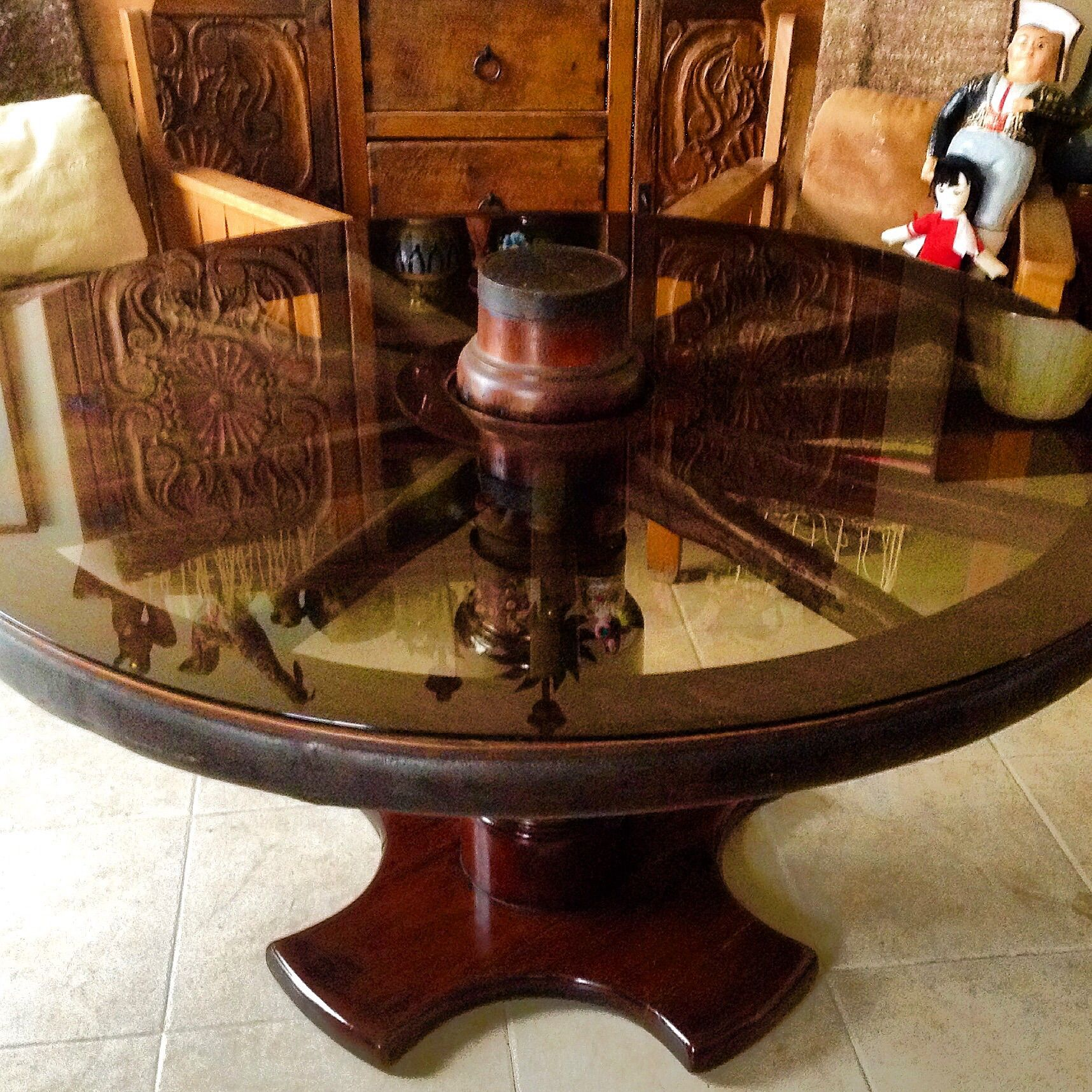 Mesa comedor vintage elaborada a partir de una rueda for Mesas hechas con puertas antiguas