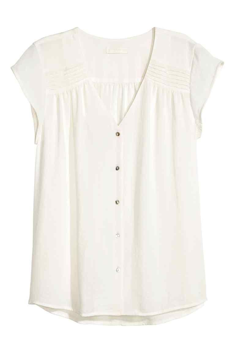 3136f2ad8e Blusa de mangas curtas  CONSCIOUS. Blusa em tecido crepe leve com decote em  V