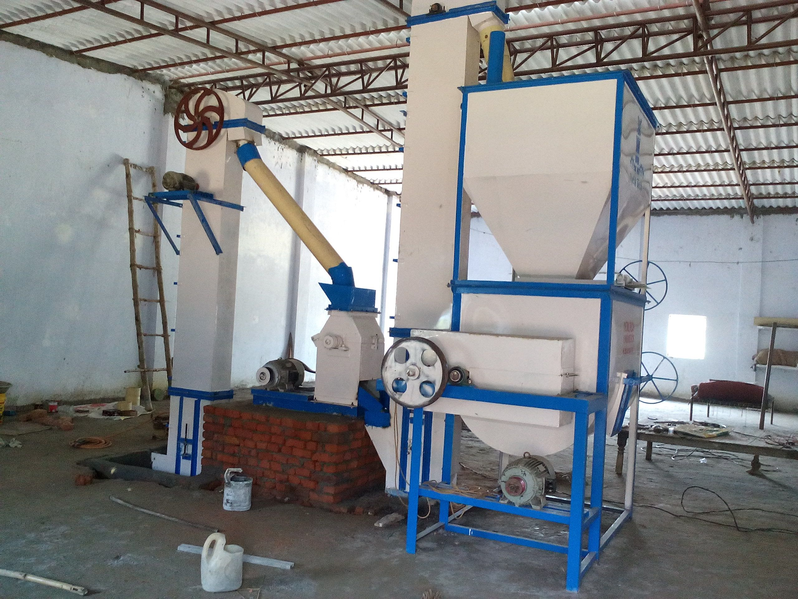 Cattle Feed Machine S G Engineer Is A Reputed Manufacturer Exporter And Supplier Of Cattle Feed Machine The Provided Machine Is Manufactured As Per Industrial
