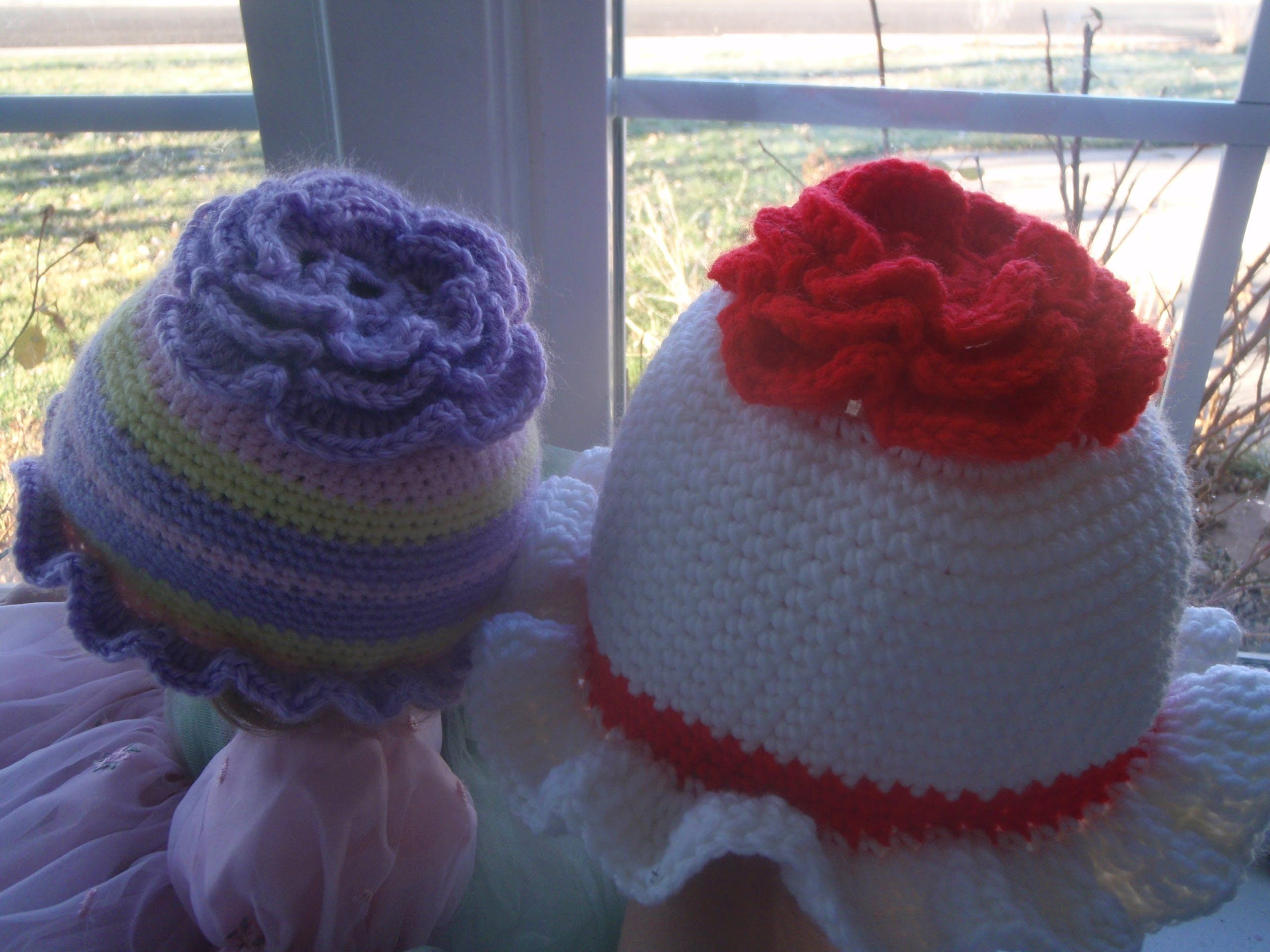 This video tutorial teaches you how to crochet this flower beanie this video tutorial teaches you how to crochet this flower beanie hat for your baby baditri Image collections