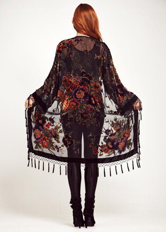Black Velvet Fringe Kimono Jacket Gypsy Woman por shevamps en Etsy, £99.00