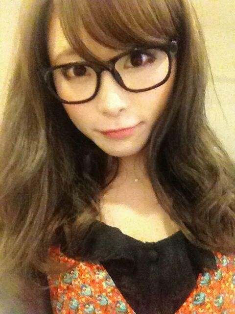 Rina Suzuki, glasses