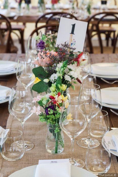 Segnaposto Matrimonio Bottiglia.Decorazioni Con I Tronchi Idee Ad Hoc Per Le Nozze Eco Chic Diy
