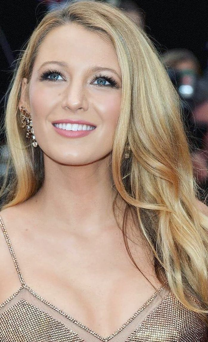 Awesome Blake Lively Funny and Stylish Beauty Pictures and Photos 2019 Part 17 #blakelively