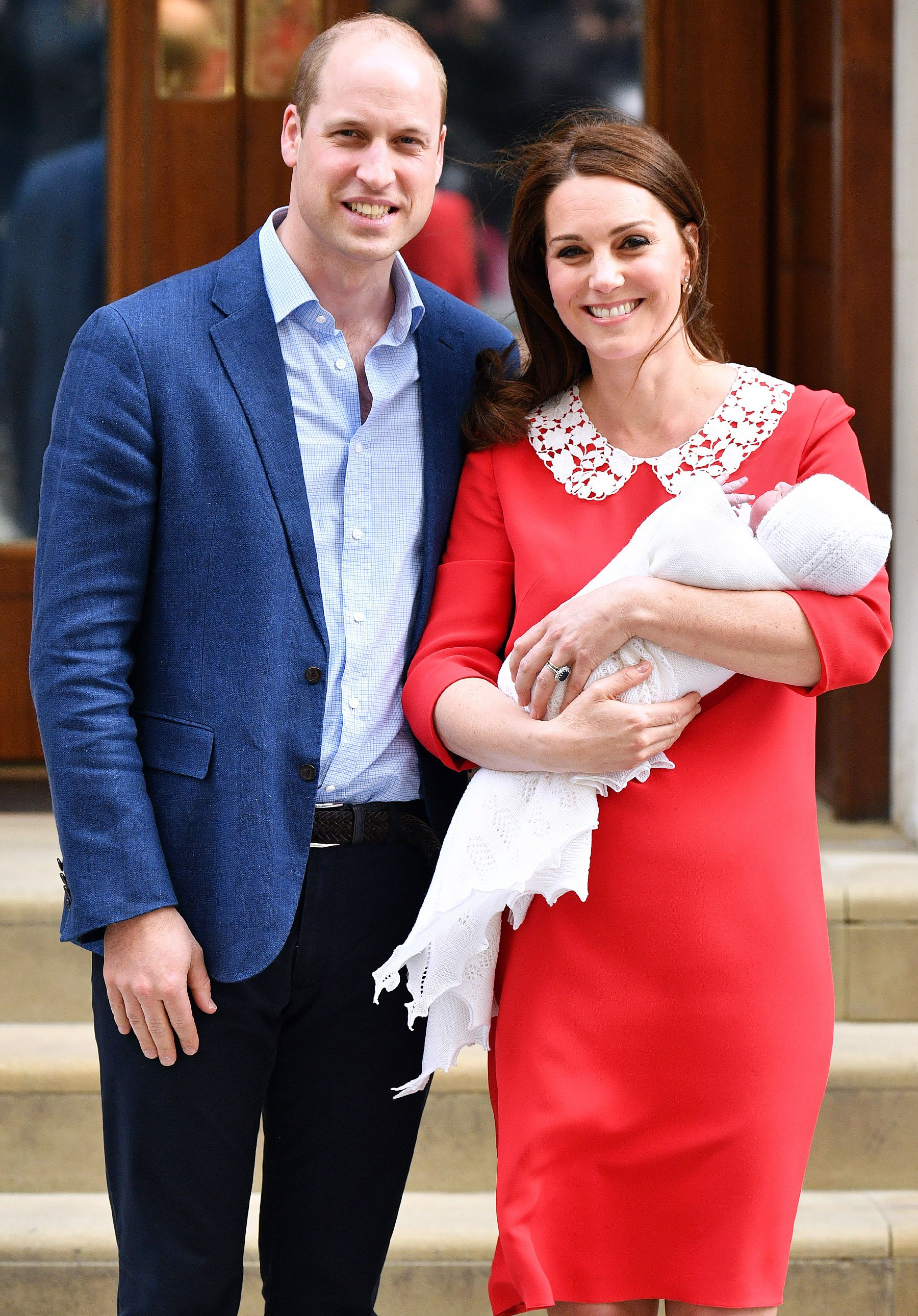 Kate Middleton Steps Out With New Royal Baby Just 7 Hours After Giving Birth See The Photos Prince William And Kate Duchess Kate Kate Middleton Latest