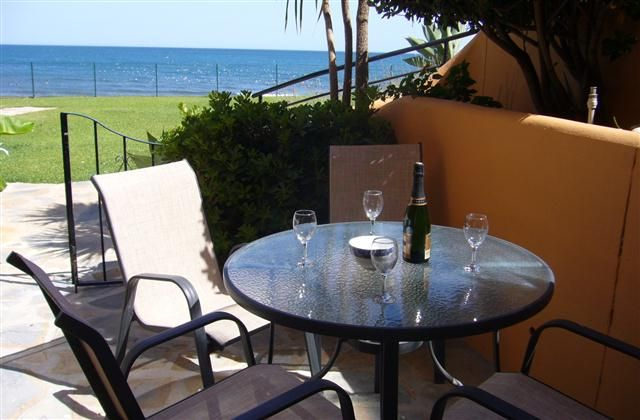 2 Bedroom Apartment in Estepona to rent from £400 pw, within 15 mins walk of a Golf course. Also with wheelchair access, balcony/terrace, air con, TV and DVD.