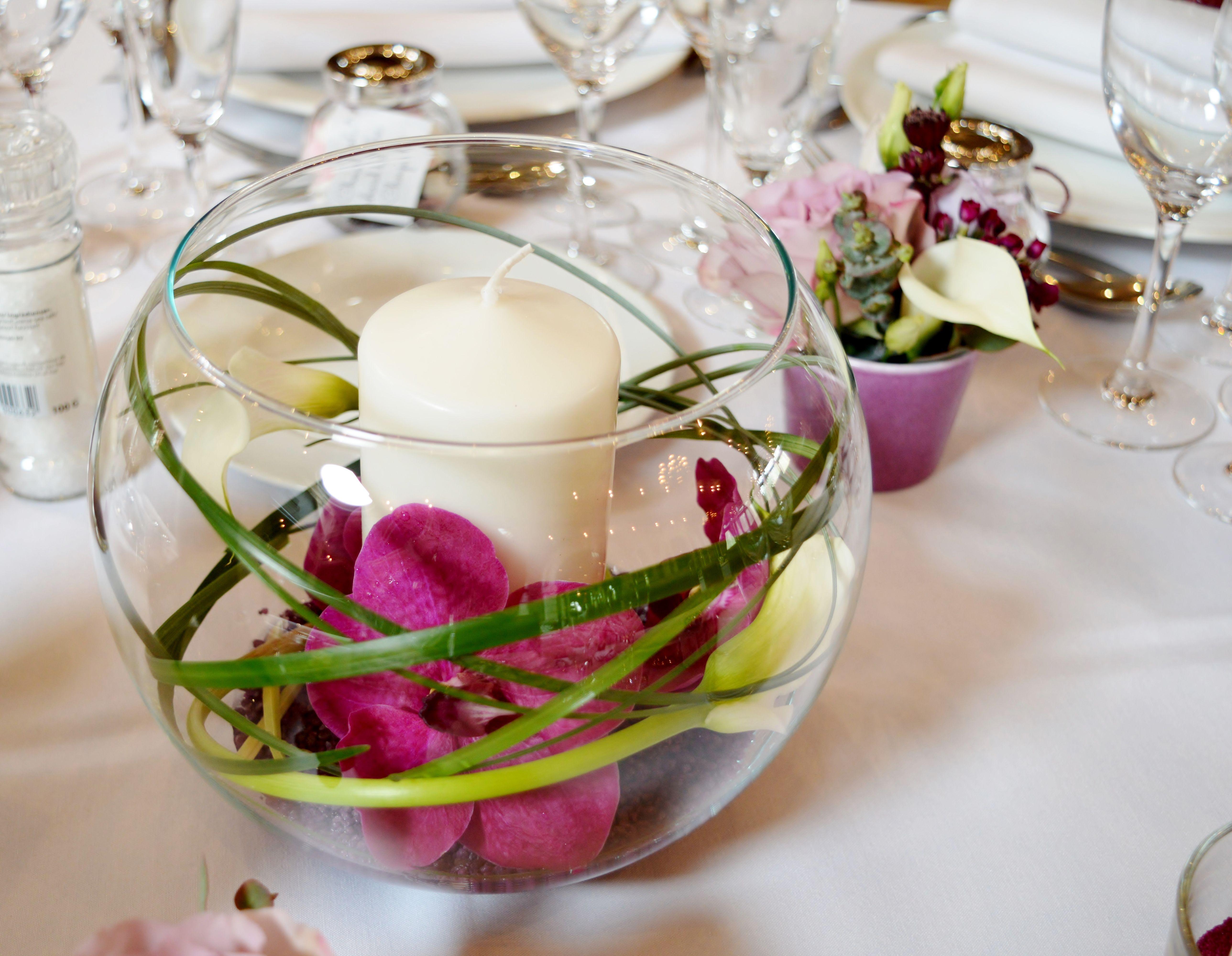 centre de talbe vase bocal, vase rond orchidées et callas, centre
