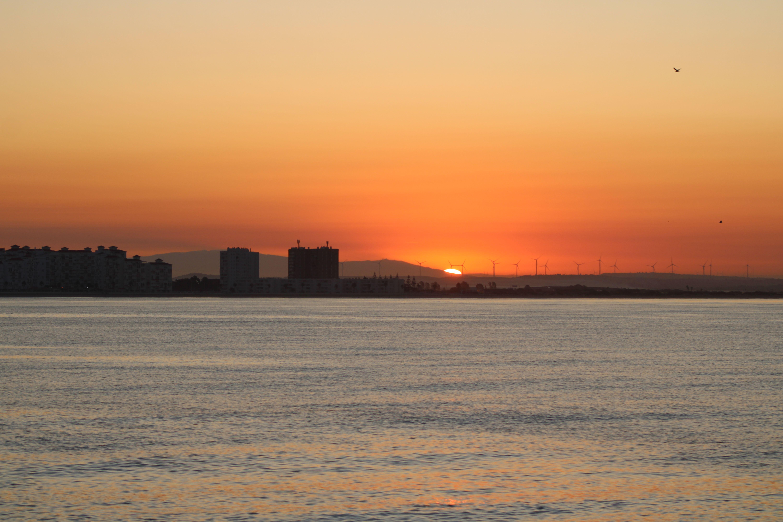 valdelagrana al amanecer desde el catamarán