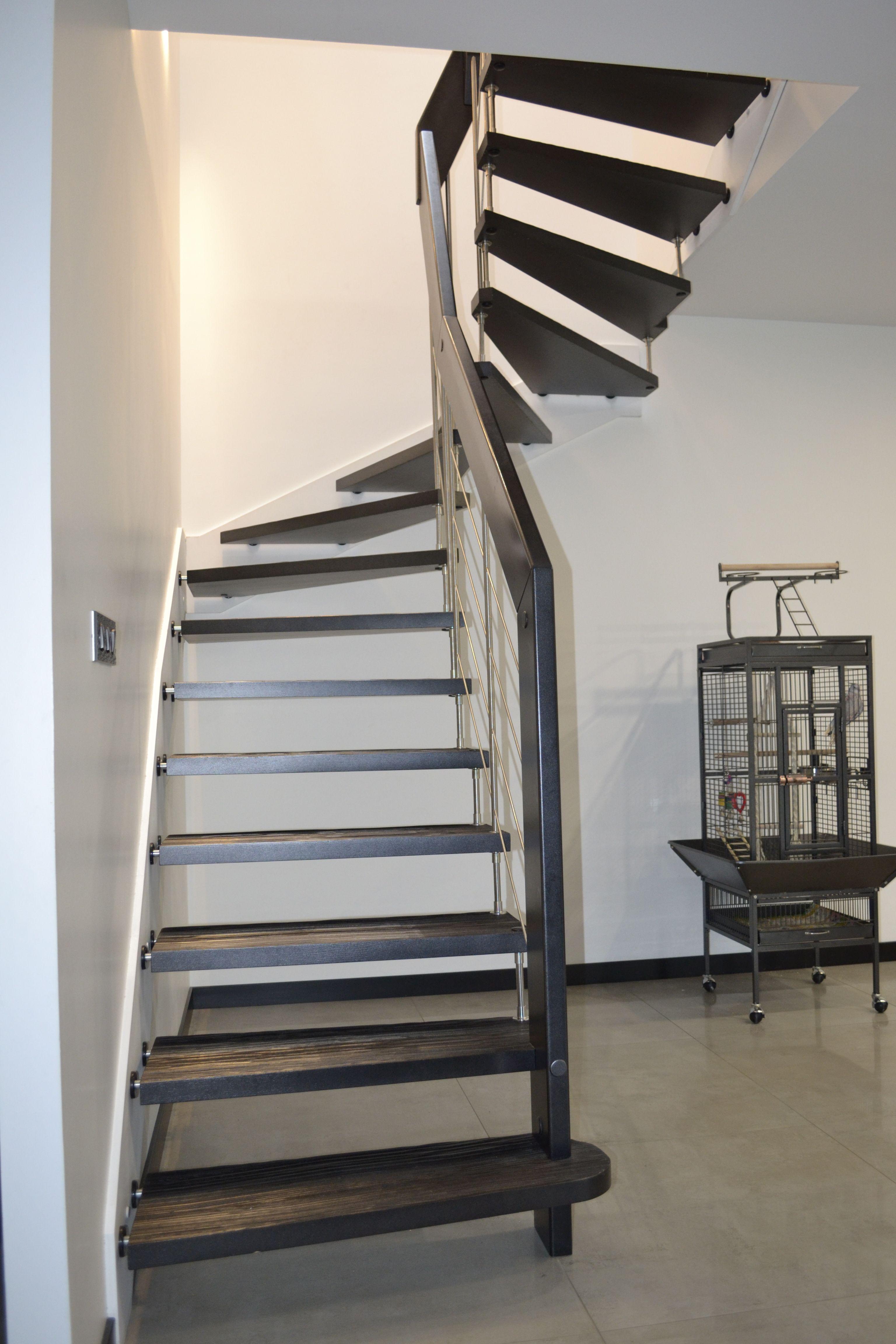 Escalier A Marches Suspendues Nova R6 Noir Avec Marches Senzu