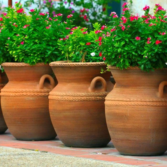 1001 ideas de decoraci n de jard n con maceteros grandes for Decoracion de jardin con ollas de barro
