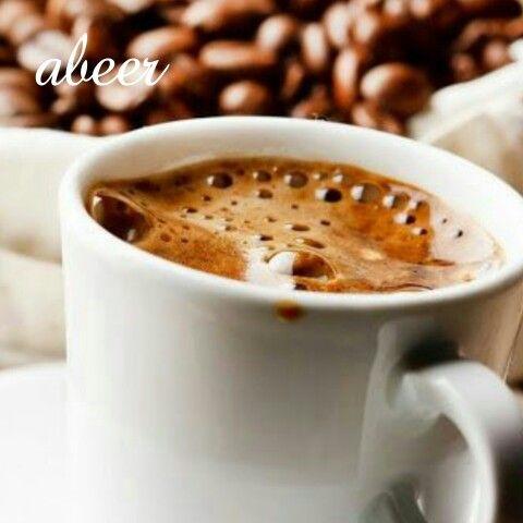 صباحكم ترانيم لانغام الصباح معشوقتي أمامي تنتظر حضور طيفي حتي ابداء بكتابة كلماتي شدني منظر القهوة في فنجاني Coffee Recipes Coffee Cafe Chocolate Tea