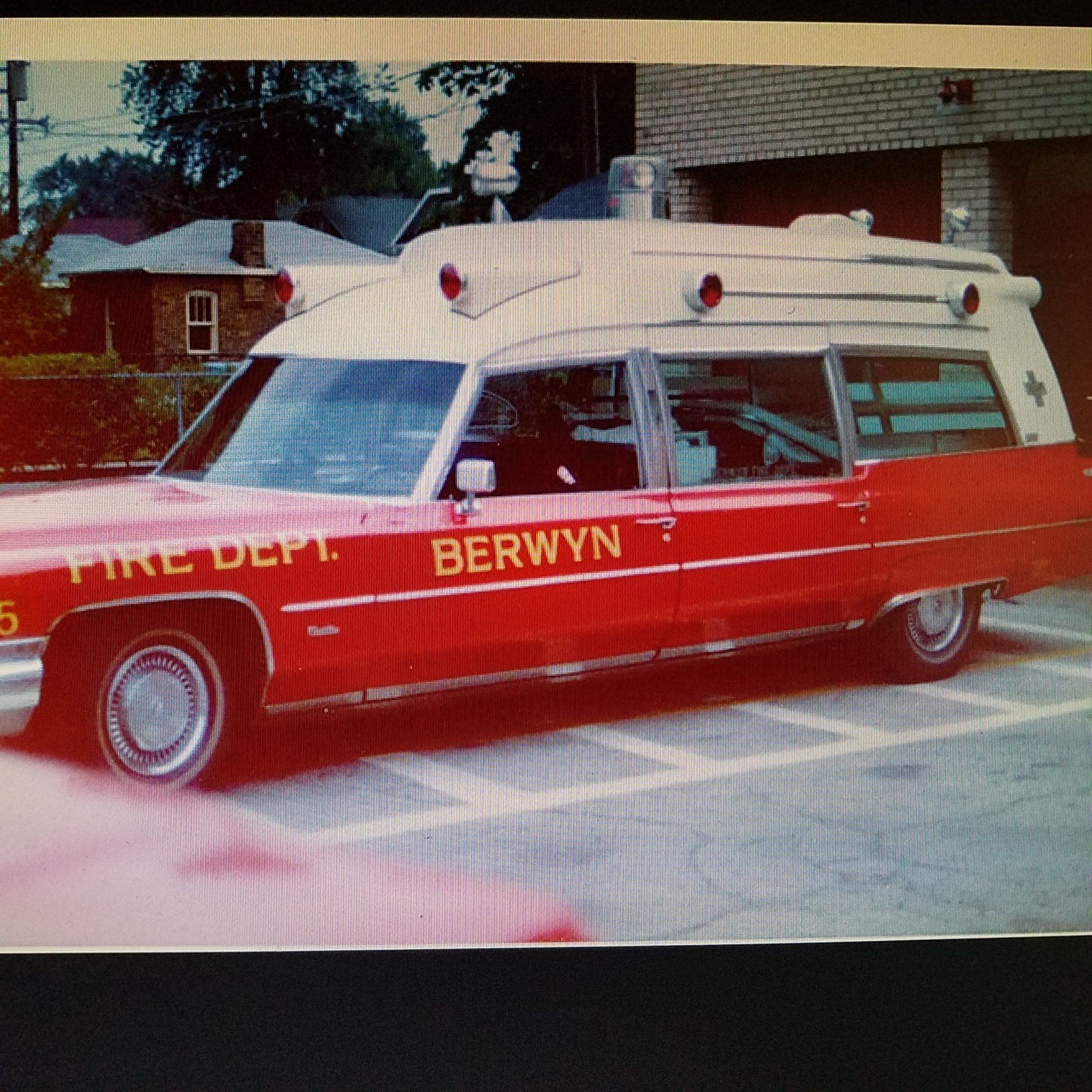 Idea By Robert Elliott On Berwyn Emergency Vehicles Vintage Advertisements Hearse