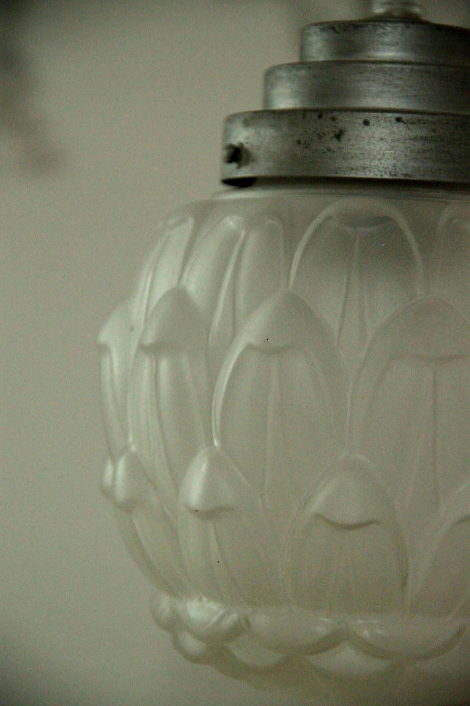 sophie petit lustre suspension ancien luminaire abat jour globe en verre translucide lumi re. Black Bedroom Furniture Sets. Home Design Ideas