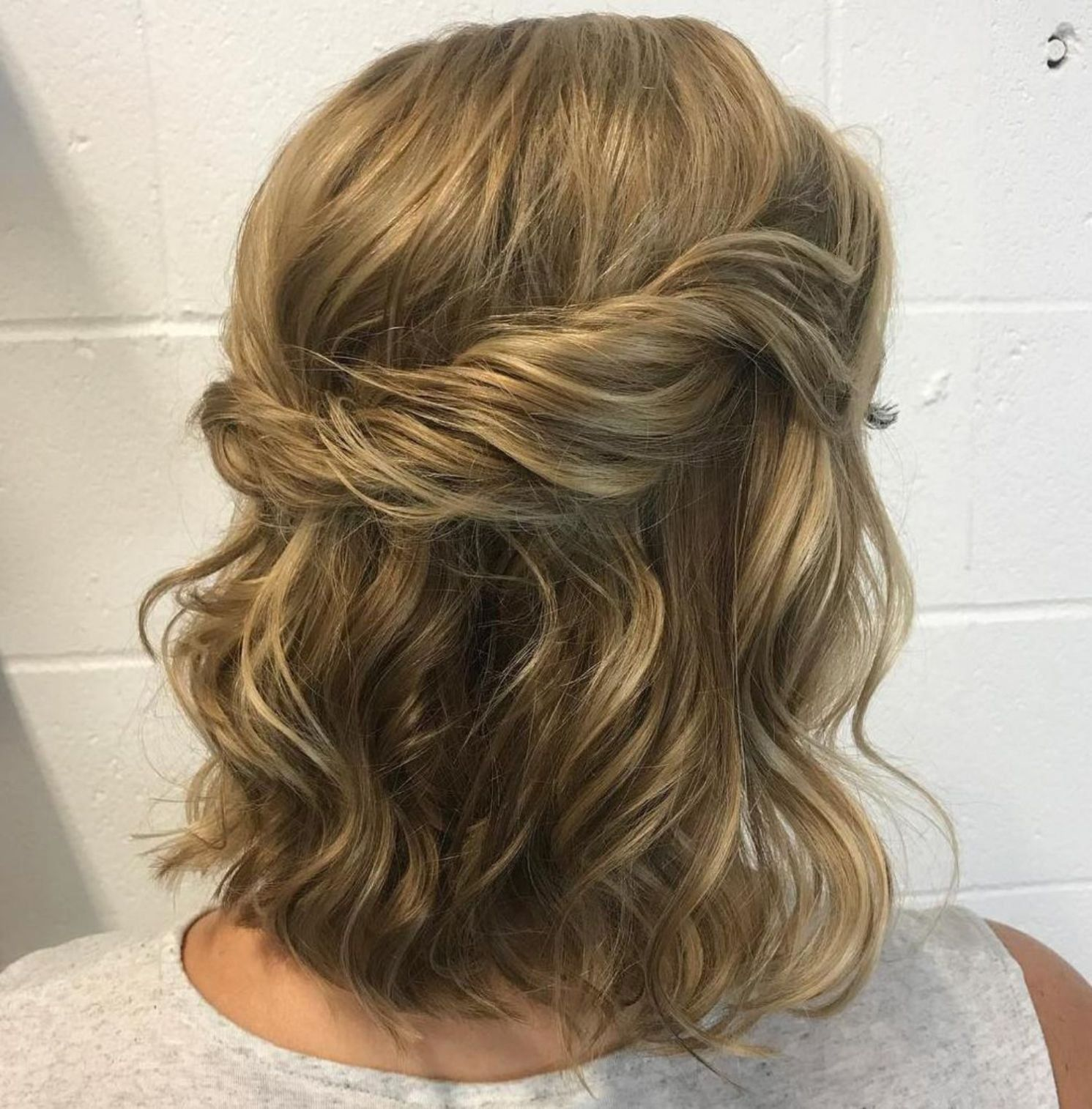 Pin On Prom Hairstyles Half Up Half Down