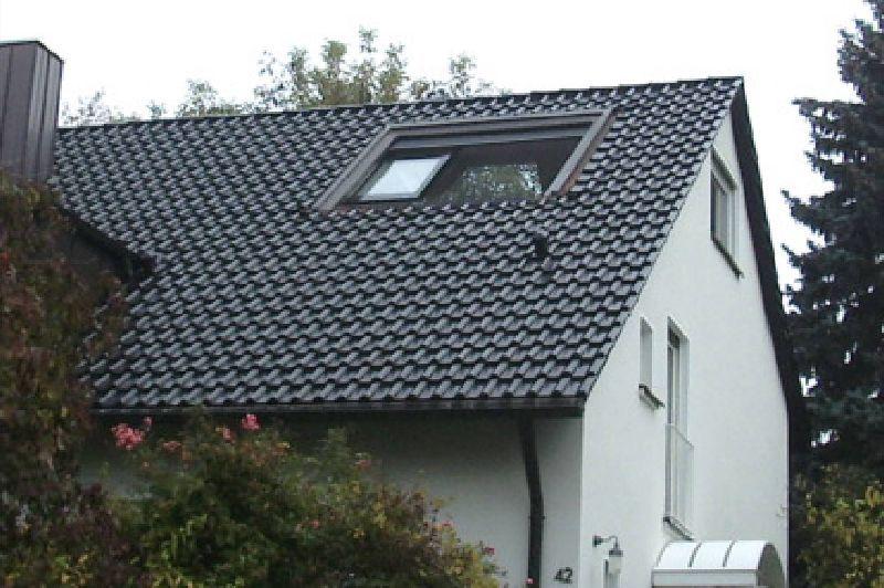 Dachschiebefenster in Dach mit halb heruntergelassener