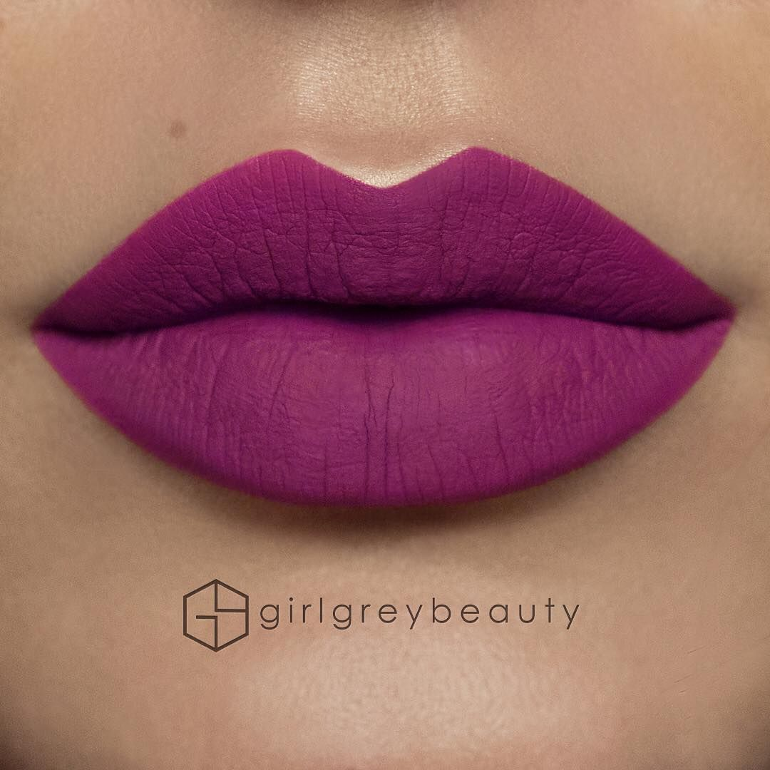 @girlgreybeauty's liquid lipstick tips 1. Make sure your lips are nice and smooth and moisturized. I like to put on a thick layer of lip balm, let it sit for 5 mins and then take a damp facecloth and wipe everything off while exfoliating my lips. 2. Apply one thin layer of lipstick all over your lips using the given applicator (usually a doe foot wand). Don't worry about getting too close to the edges at this point. 3. Let that layer dry. 4. Take a small flat brush ( my fav is…