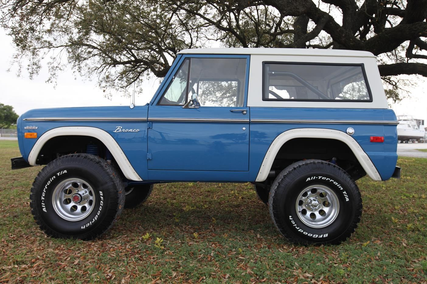 Early Classic Ford Bronco…351 Windsor – Bahama Blue – Built by Velocity Restor…