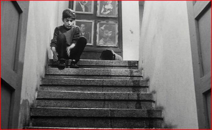 Esperando en la escalera