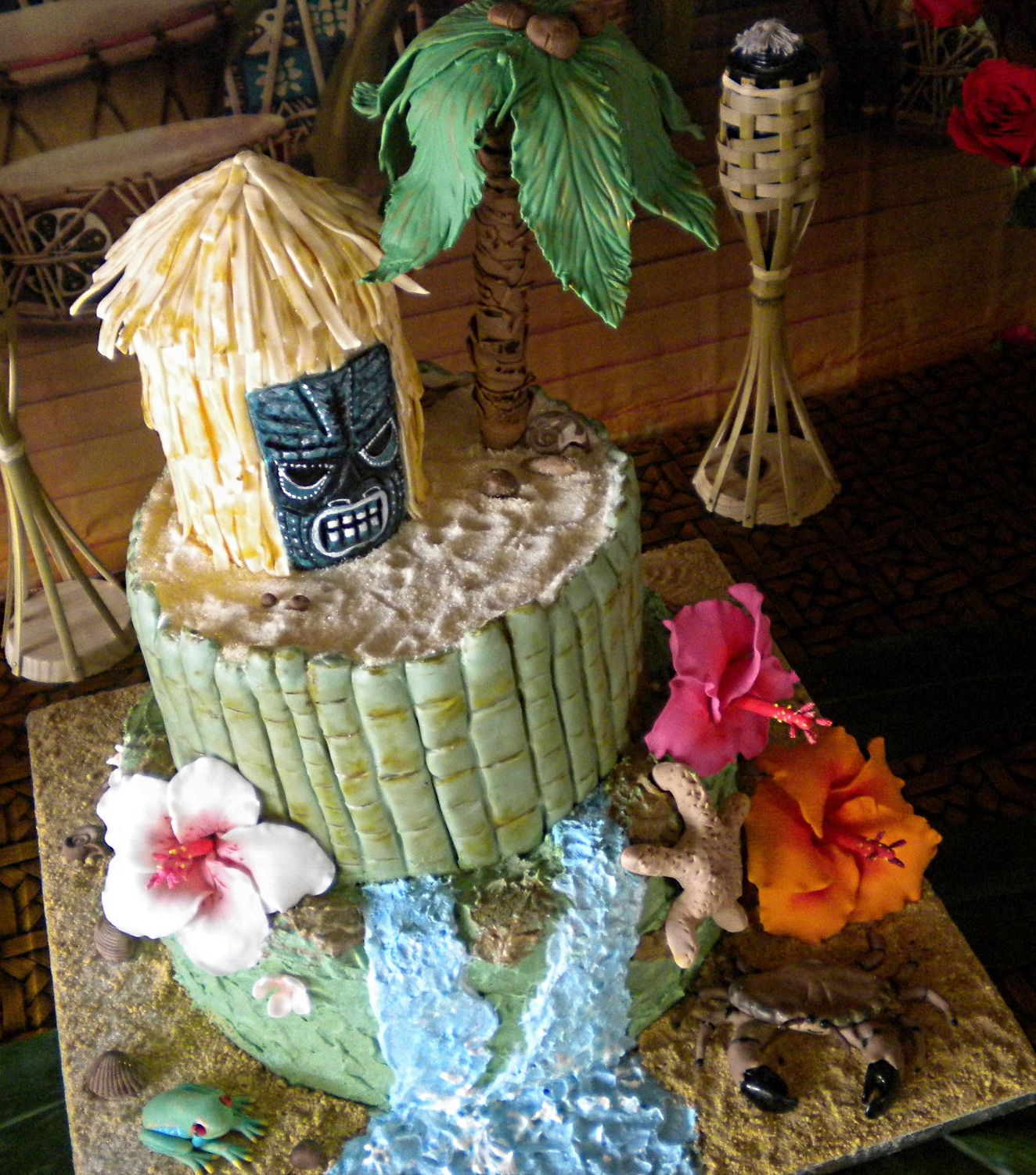 Cool hawaiian birthday cake with tiki hut palm tree