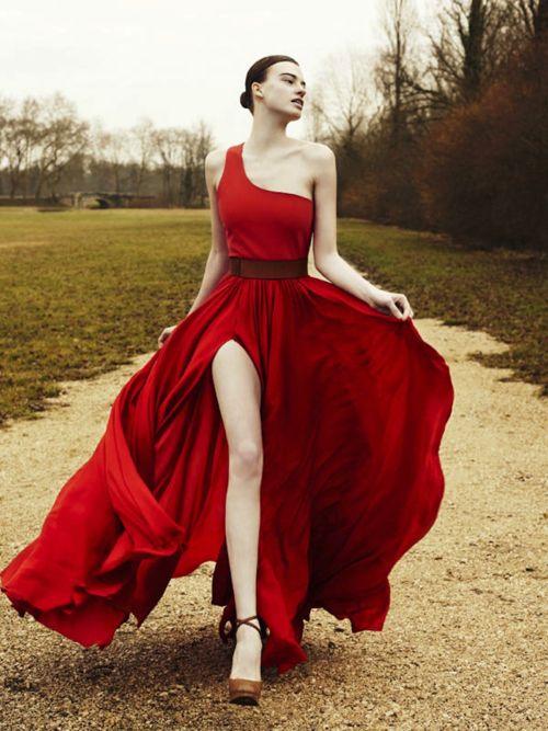 Poema mujer de vestido rojo