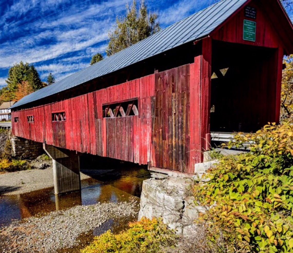 Beautiful Red Covered Bridge Blue Sky In 2020 House Styles Covered Bridges Blue Sky