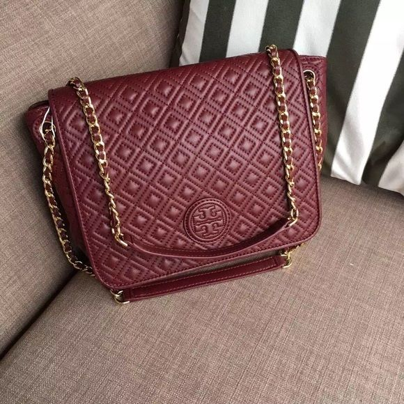 b0a1eb97abec Tory burch Marion quilted flap shoulder bag Holds a 7