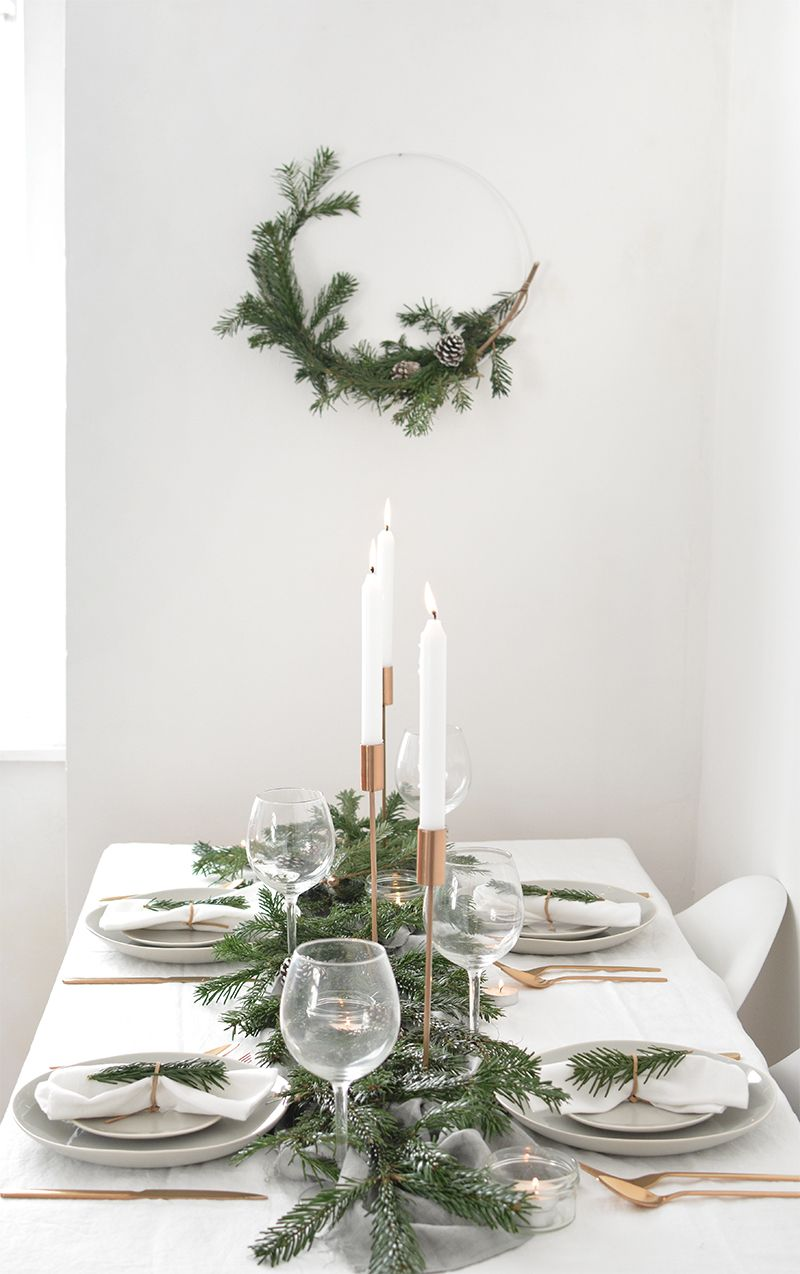 How to create a modern christmas tablescape yule - Modern christmas table settings ideas ...