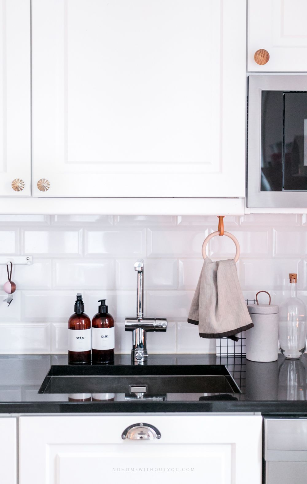 Door 16 Diy Kitchen Towel Hanger Decoration Cuisine Idees De Decoration Interieure Idee De Decoration