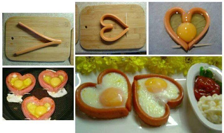 Huevos con salchichas en corazon