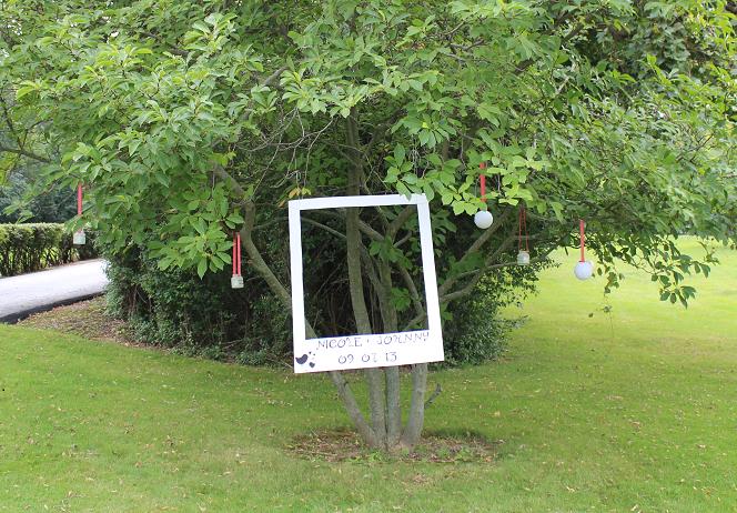 Creative DIY Outdoor Photo Booth #summerweddingschicago