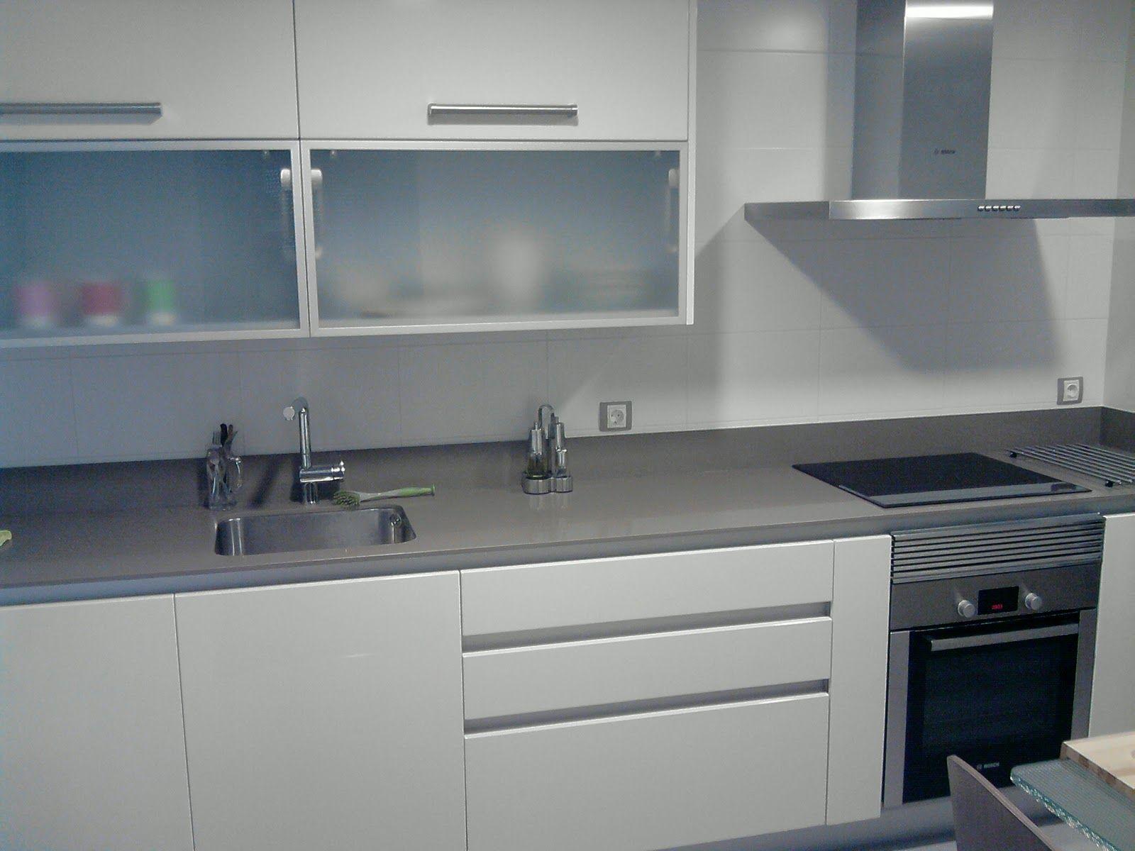 Cocina gris con tirador uñal | Ideas Deco | Pinterest | Cocina gris ...