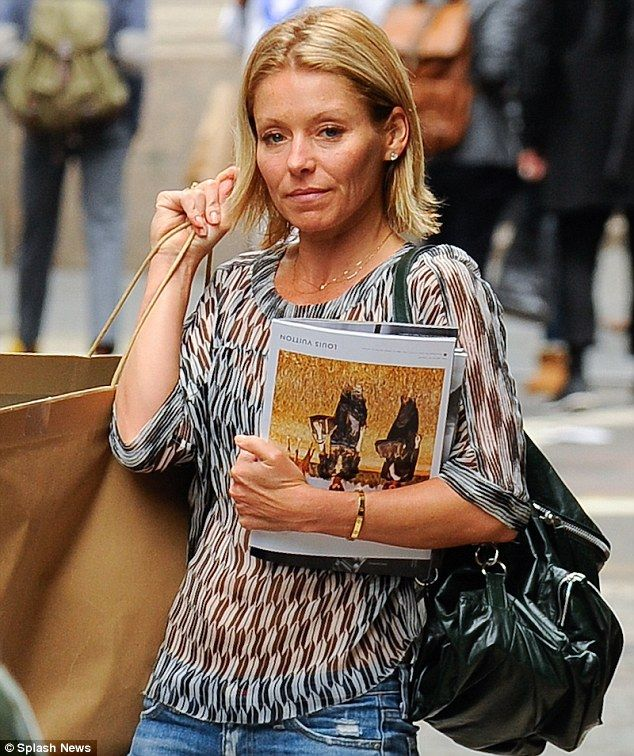 Natural Look Kelly Ripa Skipped The Make Up On Wednesday As She Arrived At Her Apartment In New York City