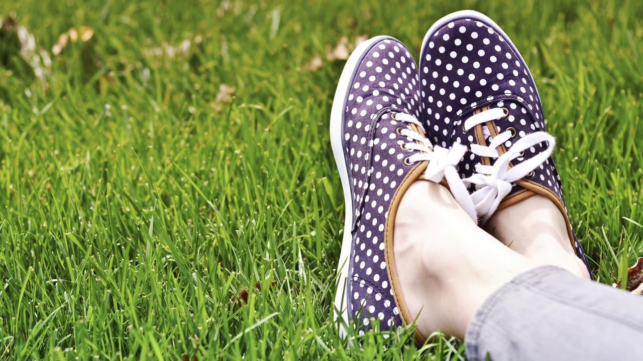 8 ways to keep your shoes stinkfree during nosocks