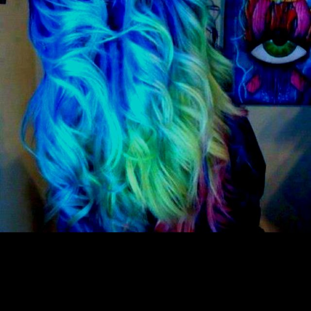 i wanna do this with my hair and chalk:)