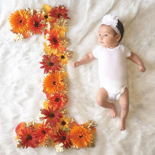 First Month Diy Flower Number Picture Came Out Great Turned 1 Month In November Reason For Choosing One Month Baby Monthly Baby Pictures Fall Baby Pictures