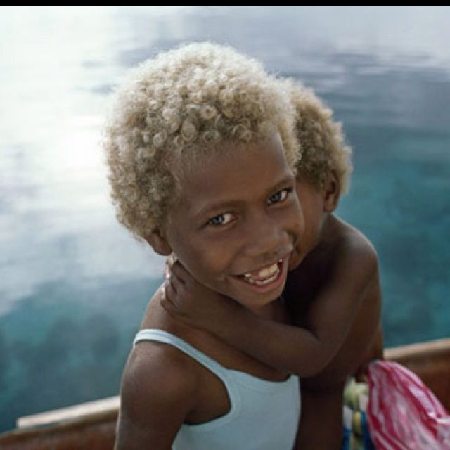 African With Natural Blonde Hair And Greenish Blue Eyes Real Or Photoshoped Black And Blonde Dark Skin Blonde Hair Natural Blondes