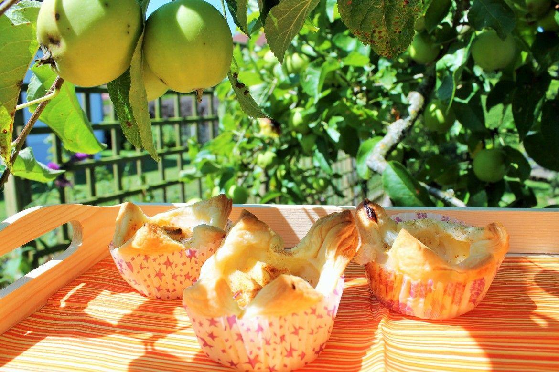 Apfel Blätterteig Tartelettes - www.candbwithandrea.com - Rezept