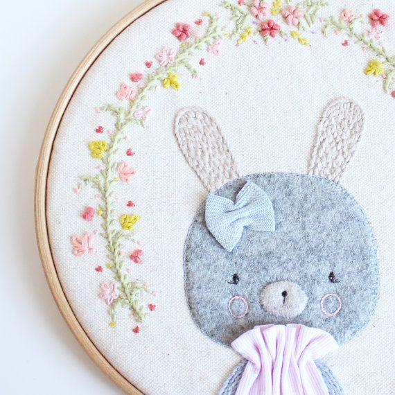 Embroidery hoop art | Bunny | Bordado, Minis y Lonas