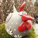 ...ein witziges Huhn aus grauem Ton mit Tupfen aus weißem Ton... ...eine herrliche Osterdekoration ...Länge ca.23-24 cm, Höhe ca.15-16cm #keramikprojekte