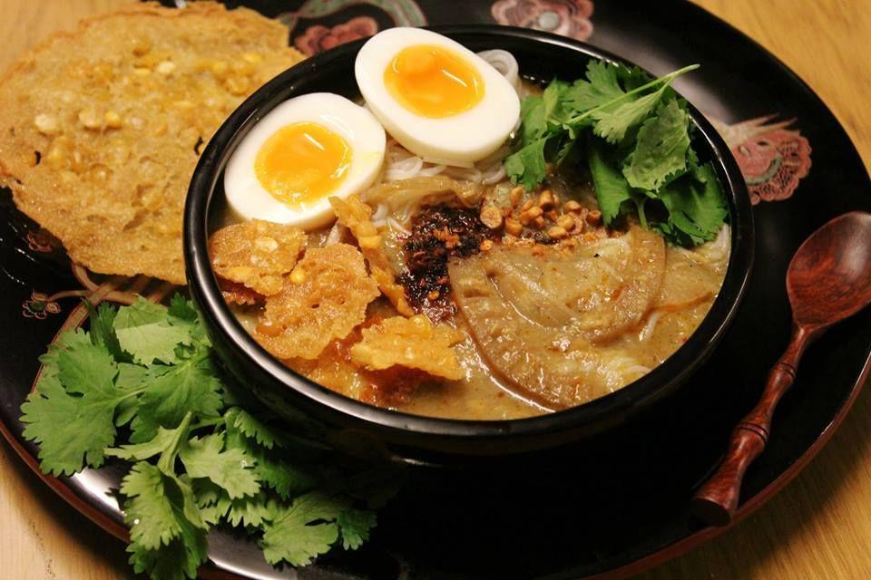 "Burmese traditional dish ""Mohinga"" မုန္႔ဟင္းခါး"