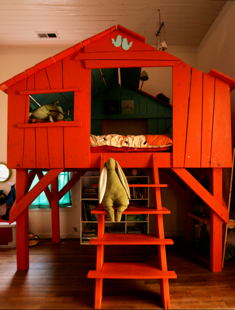 Adorable tree house bed. Would have LOVED this as a child!