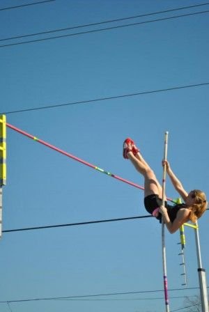 Nicole Trenchard Breaks Own Pole Vault Record For Pacific Collegiate School Pole Vault Pole Vaulting