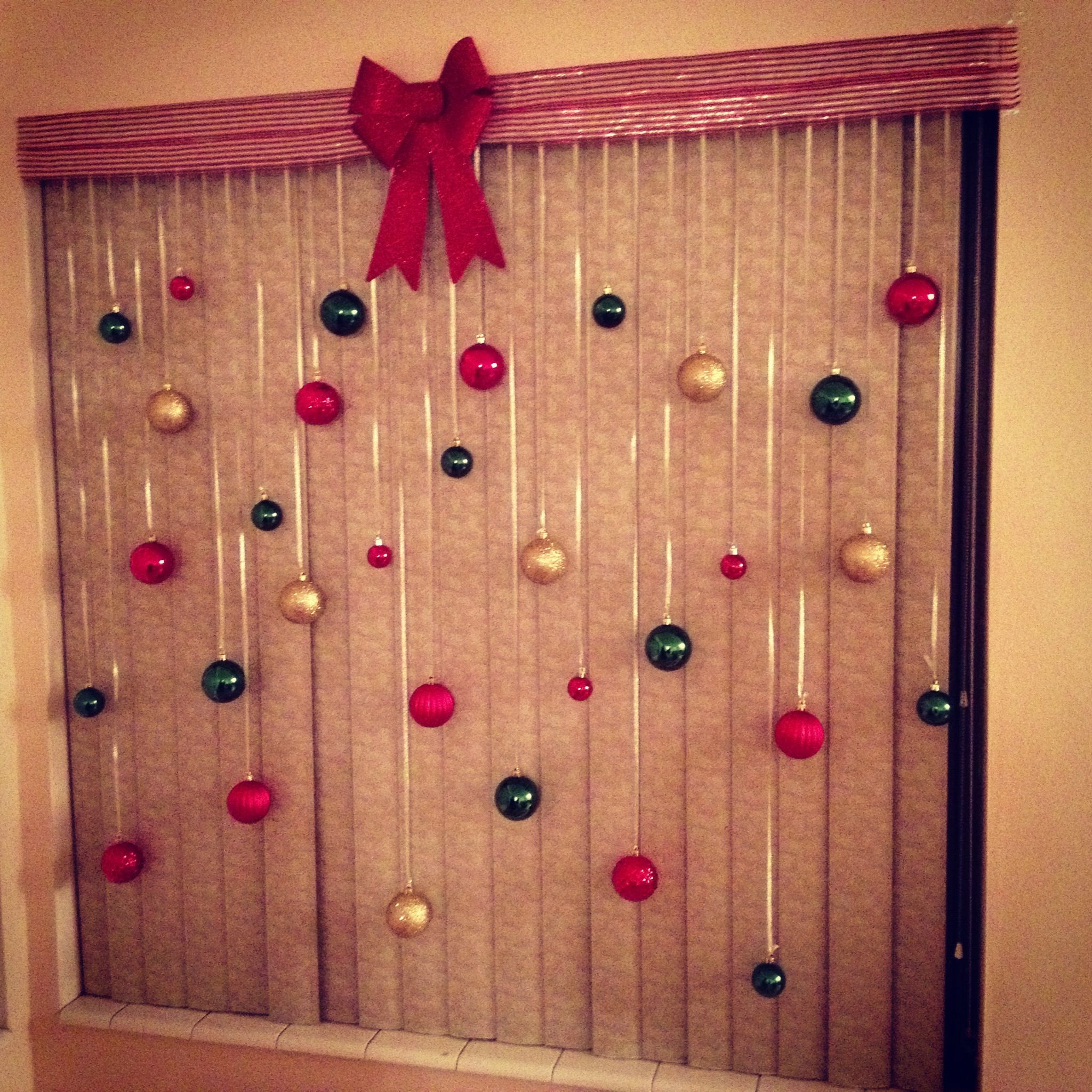 Christmas bulb window craft! Click for tutorial.