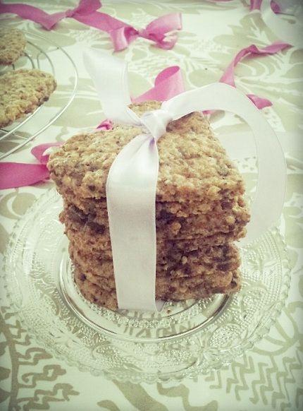 Wicked sweet kitchen: Ystävänpäivän suklaa-kaurakeksit