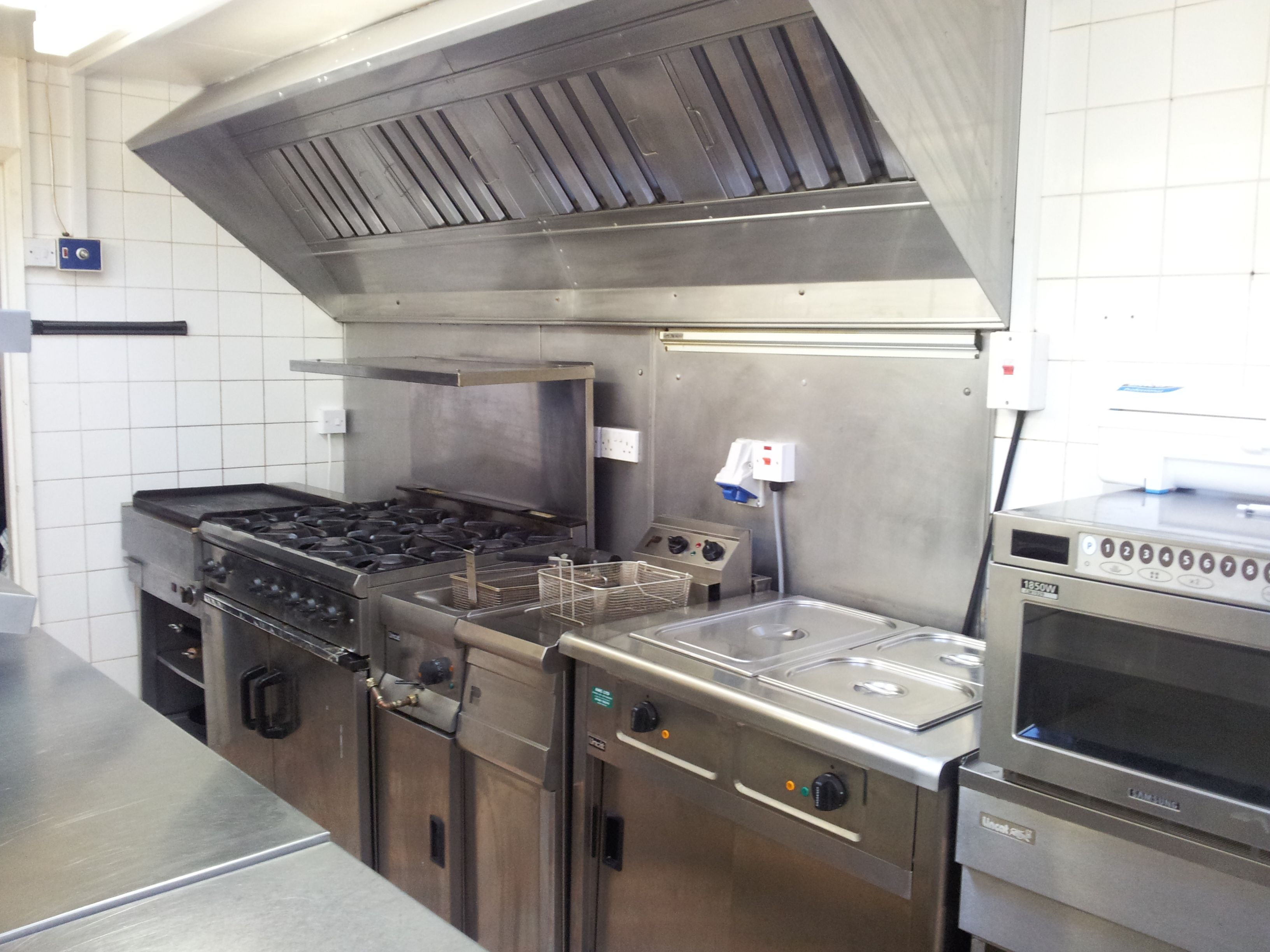 Small golf club commercial kitchen restaurant for Professional kitchen design