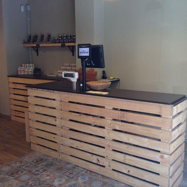 Mostrador hecho con palets mostradores y barras para for Bar de madera persa bio bio