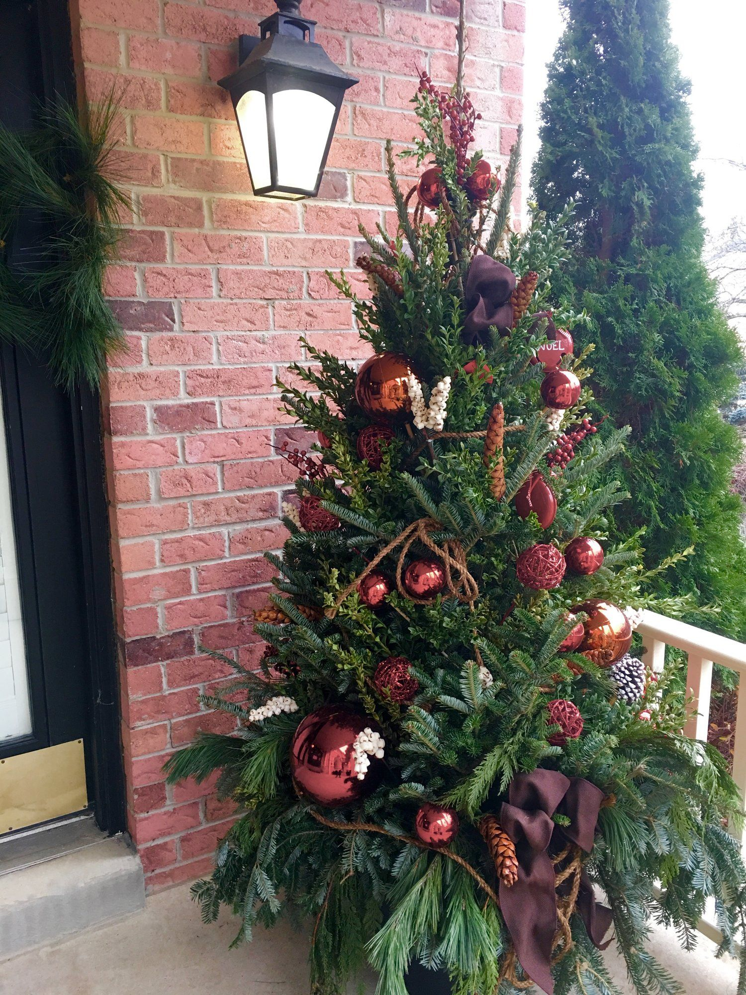 decorated outdoor christmas tree by village grocer, unionville ...